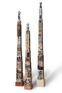 TROIS FOIS PASSERA..adulte, 2014, 240h x 23 x 21 cm, grès-fourrure brune-acrylique et collage sur bois