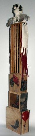 VOLER, 2015, 127h x 36 x 12 cm, grès-oxyde-gants de cuir-plumes-collage et acrylique sur bois.