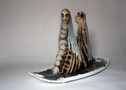 LA MER DE GLACE, 42hx24x32cm, grès-oxyde-cuir-fourrure-collage sur bois